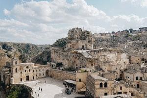 where do people speak the italian language